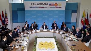 Tổng thống Barack Obama ( giữa) khai mạc thượng đỉnh Mỹ - ASEAN Sunnylands, California ngày 15-02-2016.